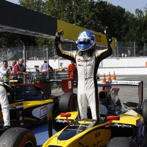 Palmer powers to sprint win