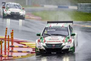 Michelisz moves into title contention in China