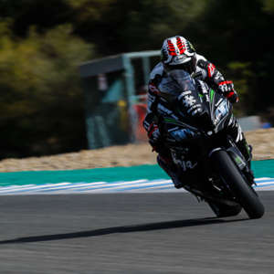 Jonathan Rea returns to the top on the final day of testing