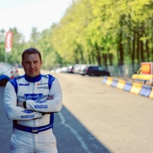 Il pilota del Recruitment Program Yevgen Sokolovskiy firma con Marko Stipp Motorsport