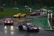 La pioggia mette alla prova i piloti nell'ACI Racing Weekend di Monza