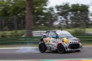 Liuzzi regala a Barbuscia la prima vittoria, Azzoli vince e resta in testa con Special Car
